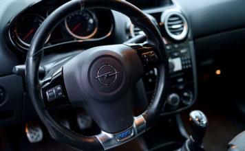 Kilka porad jak wybrać odpowiedni ośrodek szkoleniowy na prawo jazdy